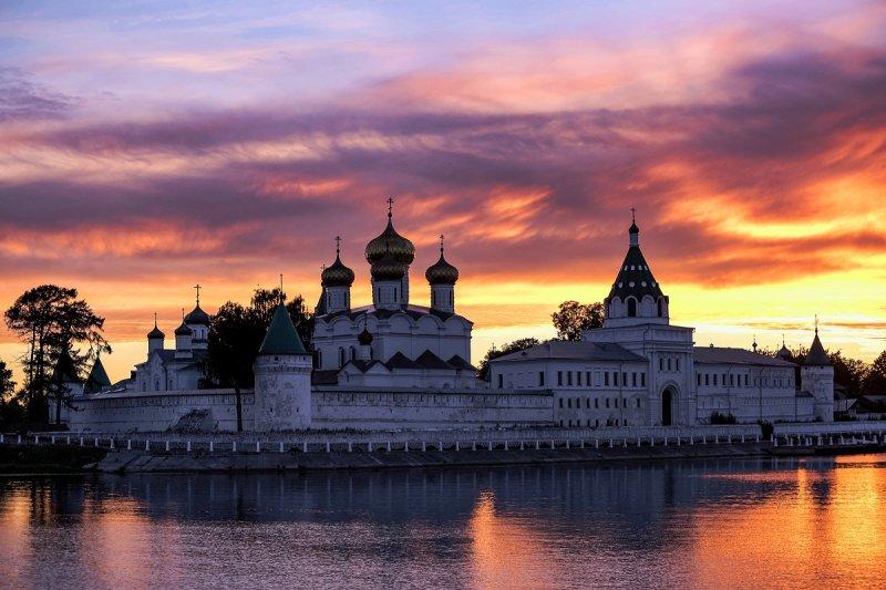 Вид на Свято-Троицкий Ипатьевский монастырь, город Кострома