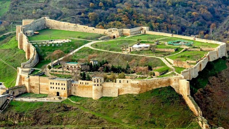 Вид на крепость Нарын-Кала, город Дербент