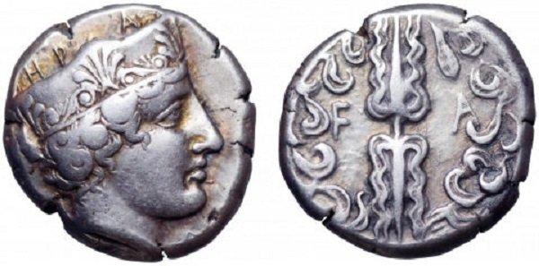 Голова богини Геры в короне (стефане) на статере Олимпии. Около 420 г. до н.э. Серебро. 12 г