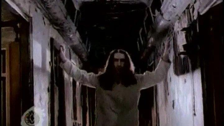 Кадр из видеоклипа «Титаник» группы «Наутилус помпилиус», 1994 год
