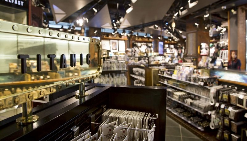 Магазин сувениров TITANIC STORE в музее Белфаста, 2013 год