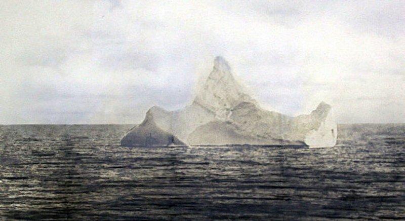 Фото айсберга, с которым столкнулся «Титаник», 1912 год