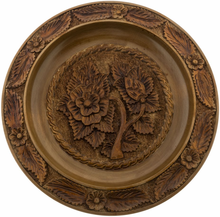 купить Блюдо с цветочным декором, дерево, резьба, лак,  Югославия, 1990-2015 гг.