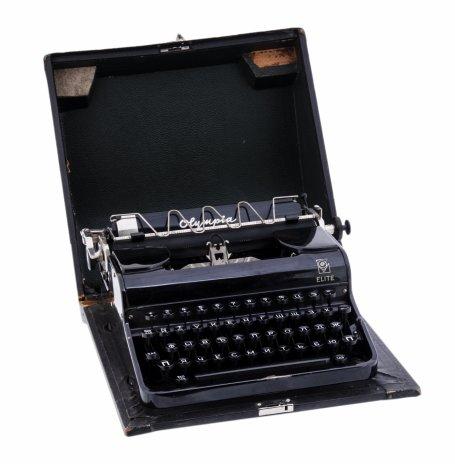 """купить Машинка печатная модели """"Elite"""" в кофре, русская клавиатура, металл, пластик, дерево, фирма """"Olympia"""", г. Эрфурт, Германия, 1930-1950 гг."""