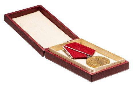 """купить Болгария медаль """"25 лет Народной Власти"""" в оригинальном футляре"""