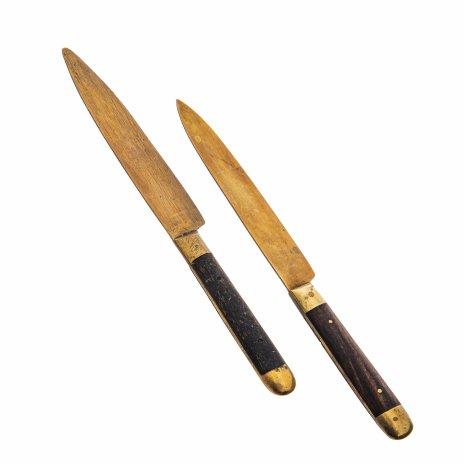 купить Набор из двух фруктовых ножей с деревянными рукоятями в подборе, бронза, Германия, 1920-1950 гг.