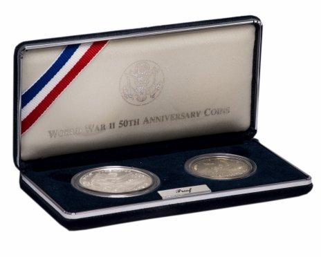 """купить США набор из 2х монет 1 доллар и 50 центов 1995 """"50 лет победы во Второй мировой войне"""" в подарочной коробке с сертификатом"""