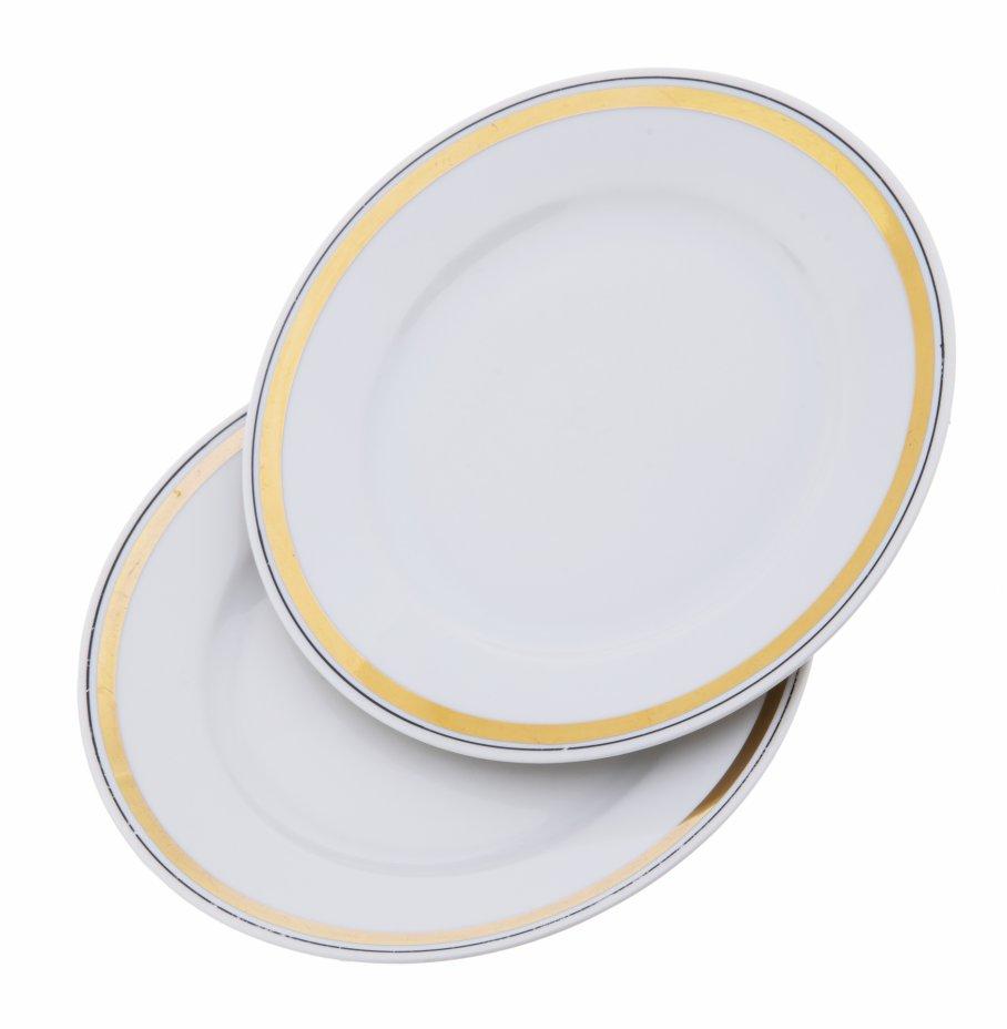 """купить Набор из двух тарелок декорированных золотой и чёрной каймой, фарфор, деколь, мануфактура """"Kahla"""", Германия, 1957-1980 гг."""