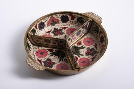 купить Менажница на три части с изображением цветов, латунь, эмаль, Индия, 1970-1990 гг.