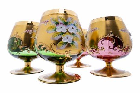 купить Набор из четырех фужеров с лепным декором в виде цветов, цветное стекло, Чехия, 2000-2010 гг.