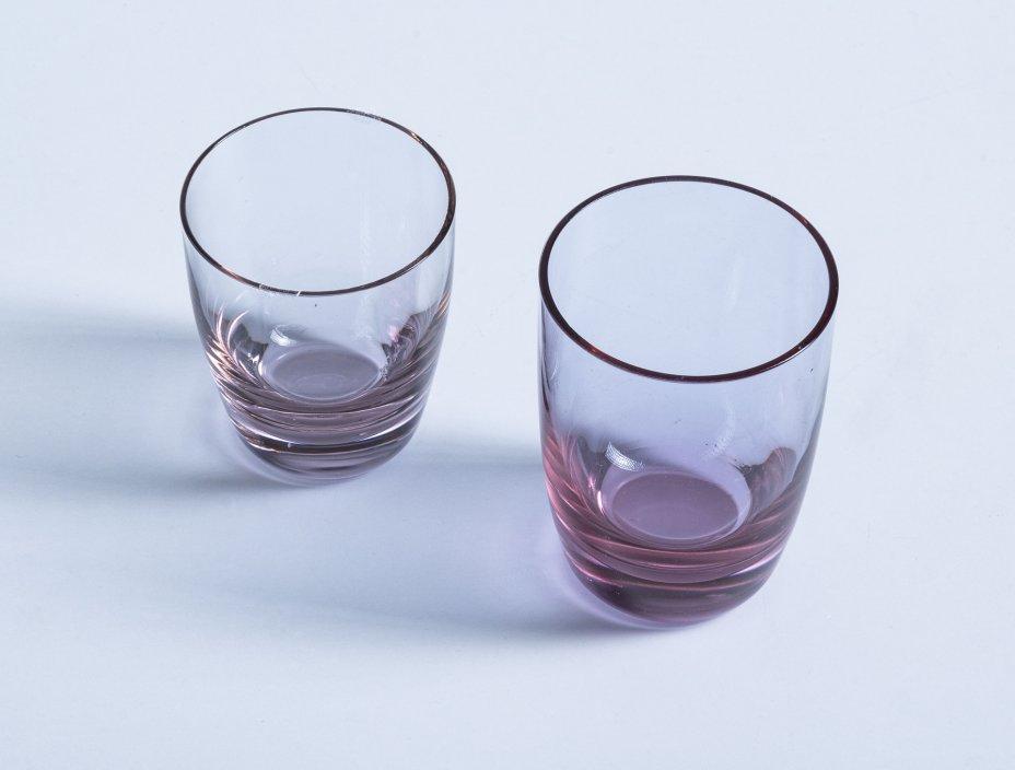 купить Набор из двух стопок разного размера, марганцевое стекло, СССР, 1970-1990 гг.