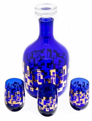 купить Набор для крепких напитков из штофа и трёх рюмок  с геометрическим декором, цветное стекло, золочение, СССР, 1970-1990 гг.
