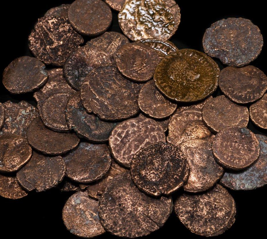 купить 43 монет Римской империи III-V вв (состояние F)
