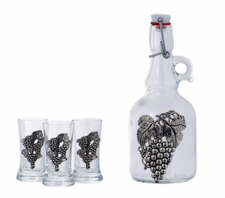 купить Набор для крепких напитков из графина и трех стопок с рельефным изображением виноградной грозди, стекло, олово, Западная Европа, 2000-2010 гг.