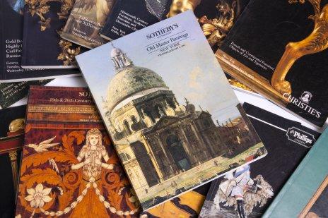 купить Набор из 14 различных иллюстрированных каталогов аукционных домов Sotheby's, Christie's, Bonhams, бумага, печать, Западная Европа, 1989-1999 гг.