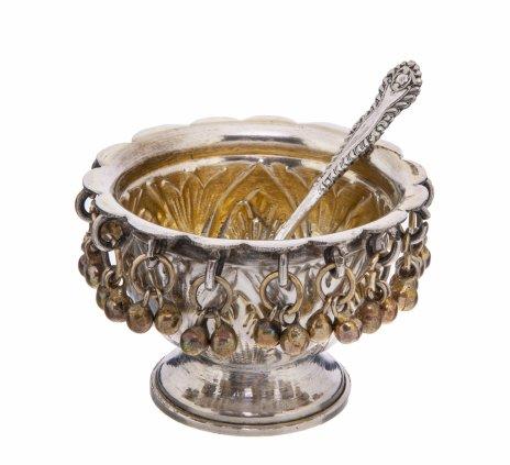 купить Солонка с ложечкой украшенная подвесными колокольчиками, металл, серебрение, Западная Европа, 1970-2000 гг.