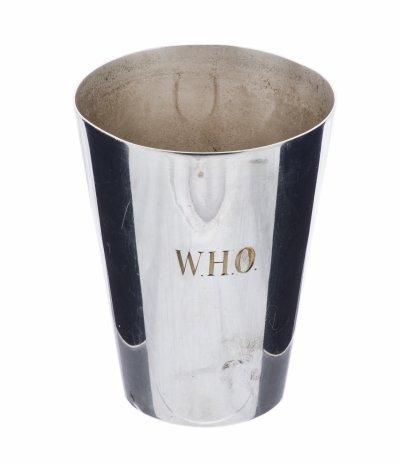"""купить Кружка с гравировкой """"W.H.O"""", металл с серебрением, производство """"Reg Plato"""", Великобритания, 1960-1980 гг."""