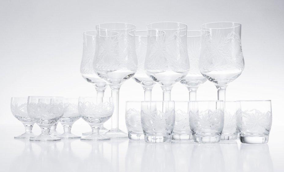 купить Набор подарочный (6 бокалов и 11 рюмок), стекло, СССР, 1980-1991 гг.