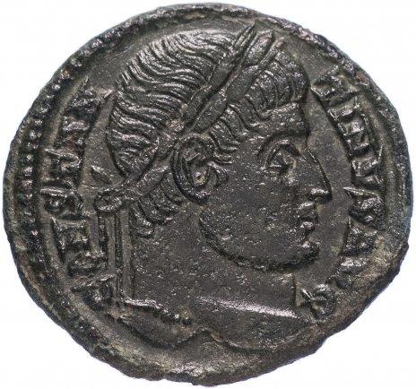 купить Римская Империя Константин I 306–337 гг фоллис (реверс: Виктория идет вправо, в руках трофей и пальмовая ветвь, попирает пленника)