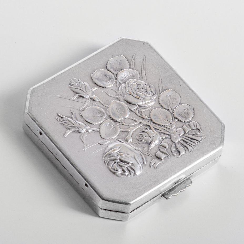 купить Пудреница  с рельефными изображениями роз, сплав металла, стекло, ткань, Западная Европа,1960-1980 гг.