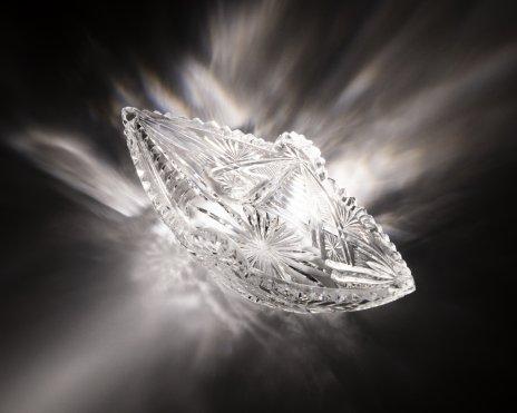 купить Ваза (конфетница) в форме ладьи украшенная алмазной гранью, хрусталь, СССР, 1970-1990 гг.