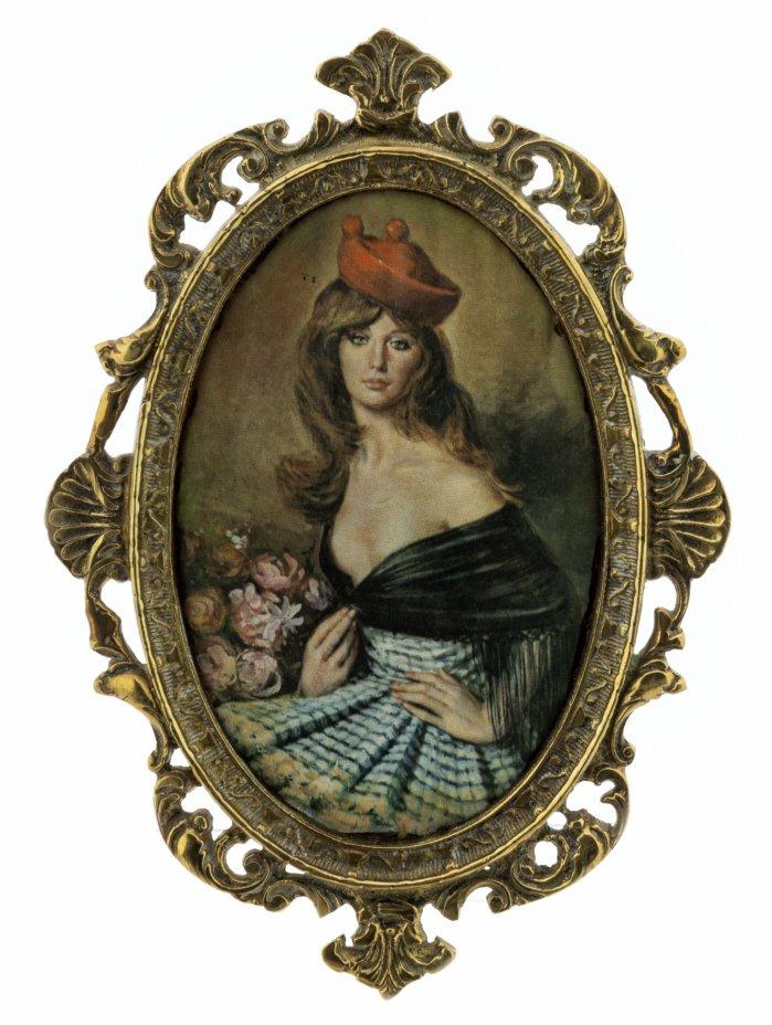 купить Панно настенное с изображением девушки в берете, атлас, шелкография, латунь, СССР, 1970-1990 гг.