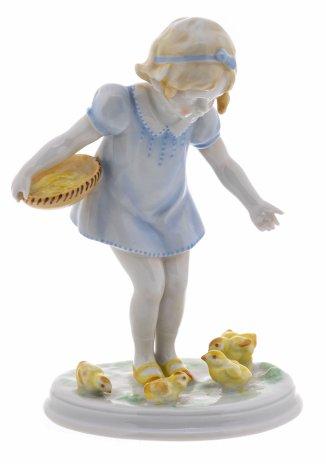 """купить Статуэтка """"Девочка кормит кур"""", фарфор, роспись, мануфактура """"Metzler&Ortloff"""", Германия, 1950-1970 гг."""