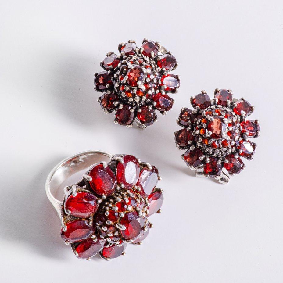 купить Набор серьги и кольцо стилизованные под цветы, серебро 925 пр., гранаты, СССР, 1970-1990 гг.