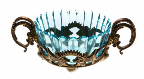 купить Ваза из голубого стекла  с фестончатым краем и держателем в виде петухов, стекло, металл, СССР, 1970-1990 гг.