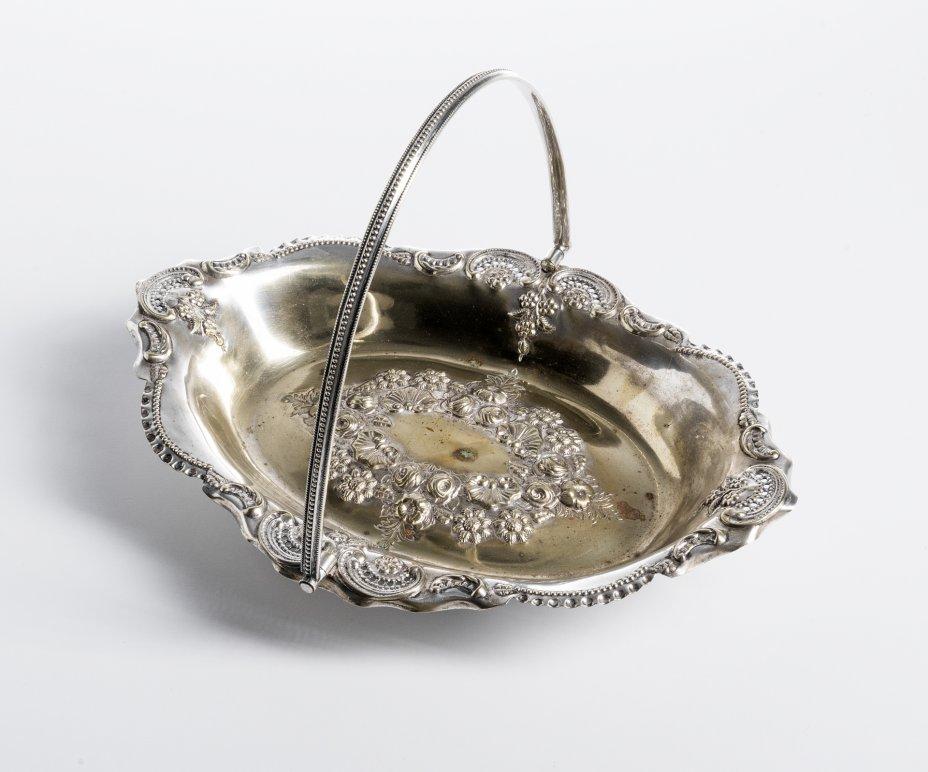 купить Ваза в виде корзинки с цветочным рельефным орнаментом, мельхиор, серебрение, Западная Европа, 1910- 1950 гг.
