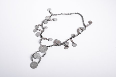 купить Монисто (нашейное женское украшение) из арабских и российских монет на цепочке в один ряд, серебро, металл, Российская империя, 1900-1920 гг.