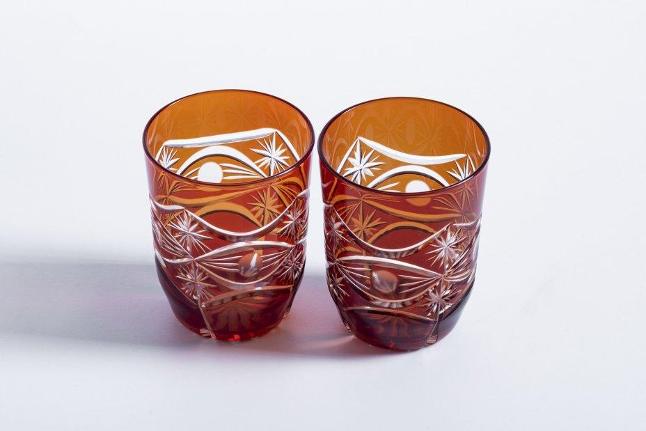 купить Набор из 2 стаканов выполненных в технике алмазная грань, марганцевое стекло, СССР, 1970-1990 гг.
