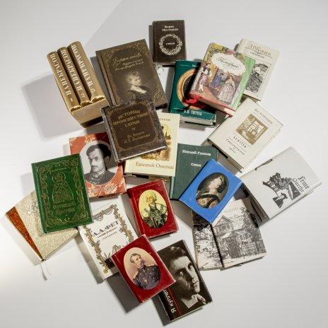 купить Набор из 23 книг - миниатюр, бумага, печать, СССР, Россия, 1966-2011 гг.