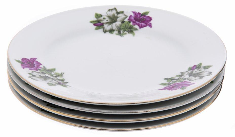 купить Набор тарелок с цветочным декором на четыре персоны, фарфор, деколь, золочение, Китай, 1970-1990 гг.