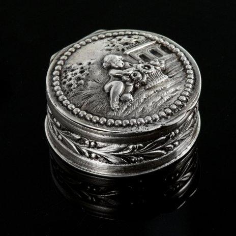 купить Старинная миниатюрная серебряная шкатулка с клеймом