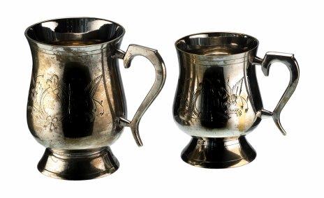 купить Набор пивных кружек разного объема с гильошированием в виде цветов, никель с серебрением, Великобритания, 1950-1970 гг.