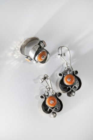 купить Кольцо и серьги фантазийной формы с вставками оранжевого цвета, металл, оранжевые вставки, СССР, 1970-1990 гг.