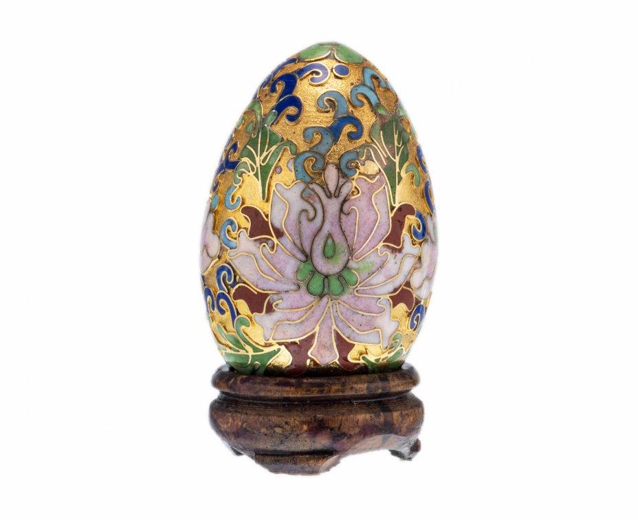 купить Яйцо пасхальное коллекционное в технике клуазоне на деревянной резной подставке, латунь, Китай, 1960-1980 гг.