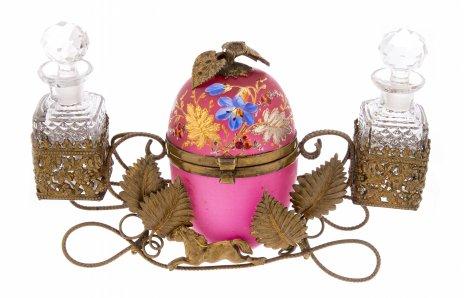 купить Набор парфюмерный со шкатулкой в форме пасхального яйца, стекло, латунь, стекло, роспись, Западная Европа, 1880-1900 гг.
