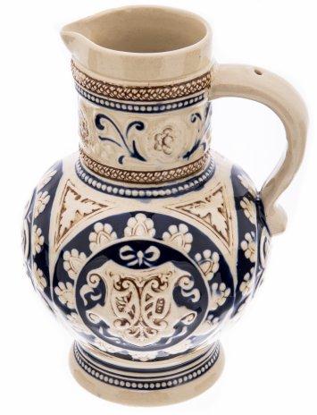 купить Кувшин для пива, украшенный рельефным декором,  фаянс, рельеф, роспись, Западная Европа, 1980-2000 гг.