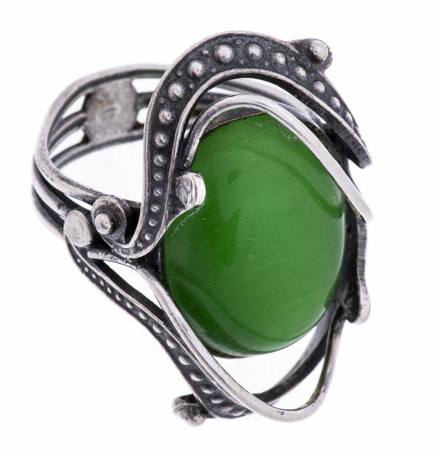 купить Кольцо с крупной зеленой вставкой выполненное в стиле модерн , ювелирный сплав, вставка зеленого цвета, СССР, 1970-1990 гг.