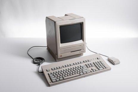 купить Персональный компьютер Macintosh SE в комплекте с мышью и клавиатурой, Apple Computer, США, 1989 г.