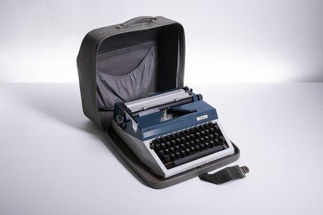 """купить Машинка печатная «Erika», модель """"30"""" в кофре, металл, пластик, русская клавиатура, Buromaschinen Export Germany, Германия, 1970-1980 гг."""