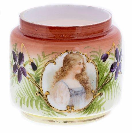 купить Баночка многофункциональная с изображением юной девушки, молочное стекло, деколь, роспись, Западная Европа, 1900-1930 гг.