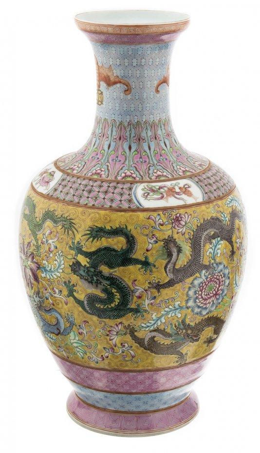 купить Ваза винтажная с рельефным декором и изображением драконов, фарфор, роспись, Китай, 1990-2010 гг.