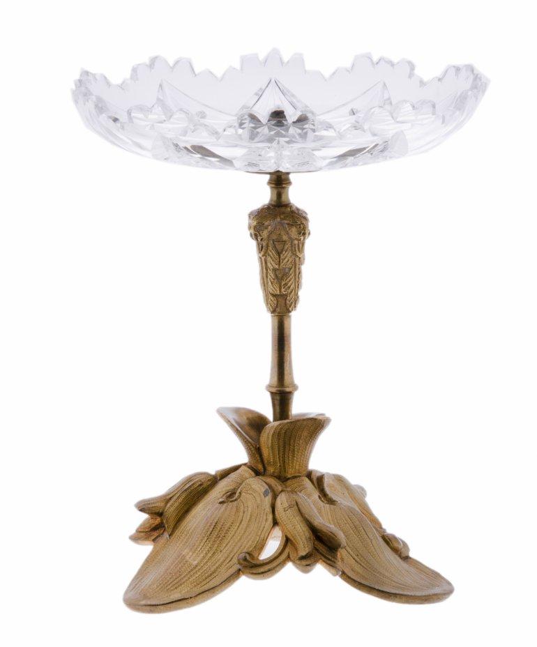 купить Ваза (конфетница) с фигурной металлической ножкой и чашей выполненной в технике алмазная грань, металл, стекло, Западная Европа, 1970-1990 гг.