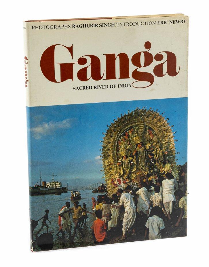 """купить Эрик Ньюби, фотограф Рагхубир Сингх """"Ганг"""" (на английском языке), бумага, печать, суперобложка, Гонконг, 1974 г."""