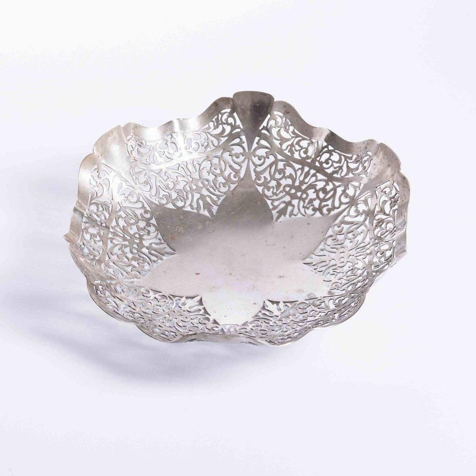 купить Ваза с прорезным бортом и изящным декором, металл, серебрение, Англия, 1920-1950 гг.