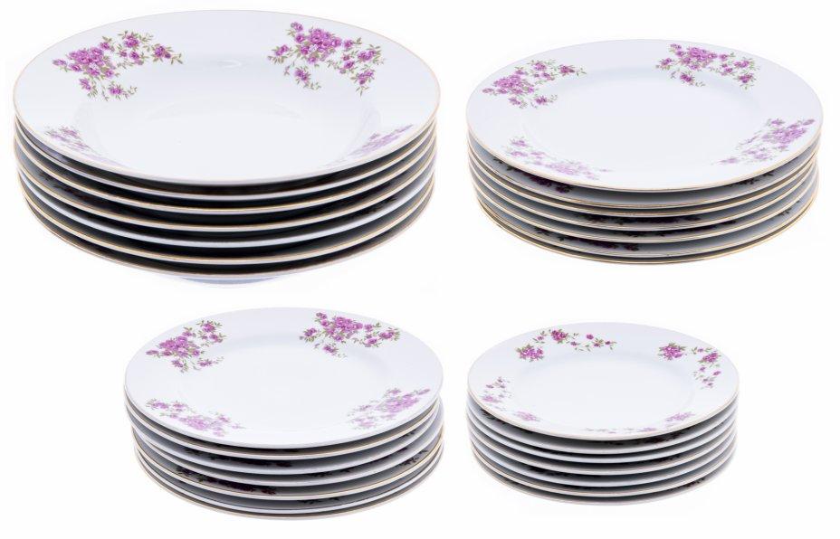 купить Набор тарелок с цветочным декором на 7 персон (28 предметов), фарфор, деколь, золочение, Япония, 1970-1990 гг.